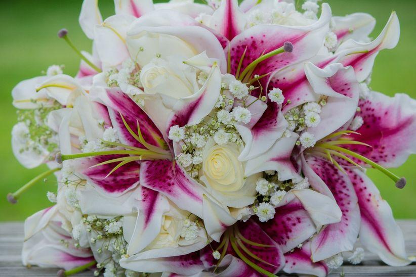 https://cdn0.matrimonio.com.pe/img_g/articulos-a-fotos/decoracion/flores-lirios-lirium-paniculata.jpg