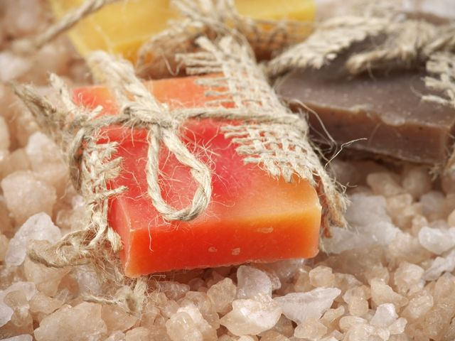 Aromáticos jabones de glicerina para engreír a tus invitados