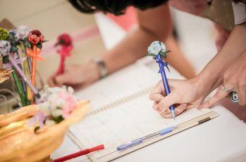 Que ninguno de sus invitados se quede sin firmar el libro de bodas
