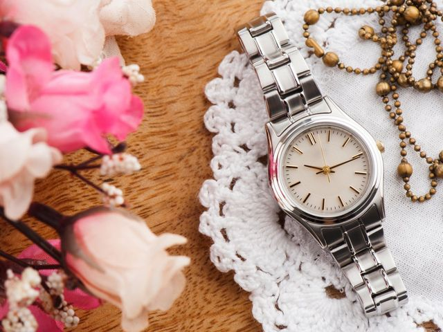 Relojes para novia: el accesorio perfecto para completar tu look nupcial