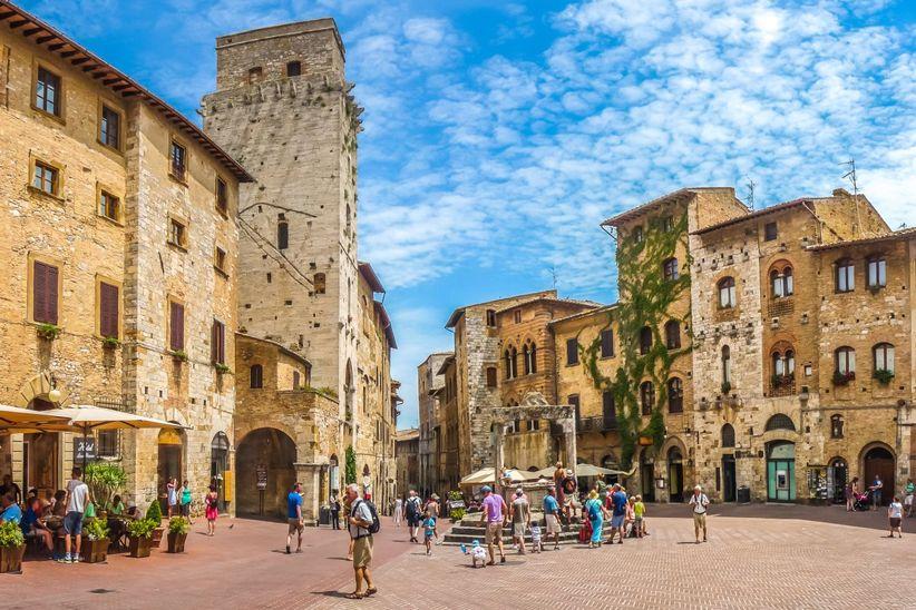 Siena, San Gimignano (Plaza de la Cisterna)