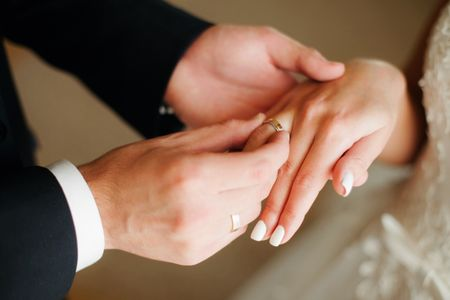 El precio de los anillos de matrimonio: algo más que kilates y gemas