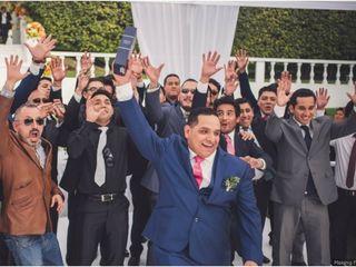 Tradiciones de matrimonio: la novia lanza su ramo ¿y el novio?