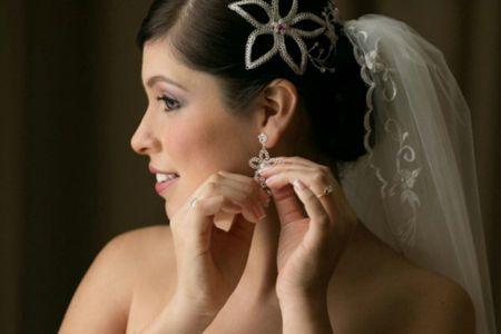 El estilismo de la novia: complementos en color plata