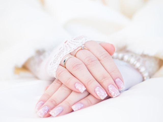 Manicure con diseño para novias