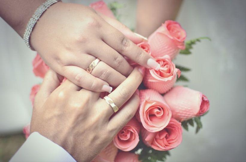 D nde ponerse los aros de matrimonio for En que mano se usa el anillo de compromiso