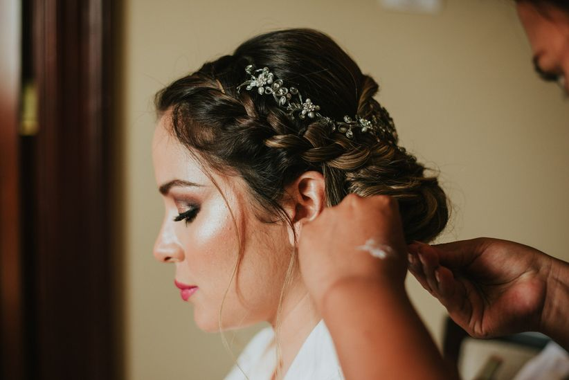 elige tu peinado de novia de acuerdo al escote de tu vestido