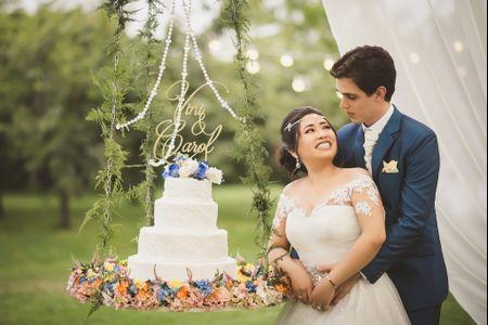 Decoración primaveral para la torta de matrimonio