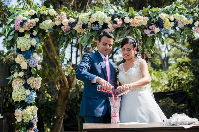 Matrimonio Simbolico De La Arena : Hermosas lecturas para la ceremonia de arena en su boda