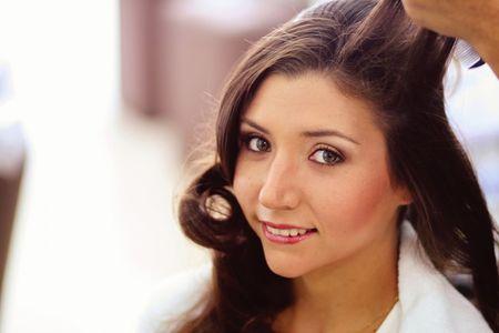 ¿Cómo escoger el mejor servicio de maquillaje y peinado?