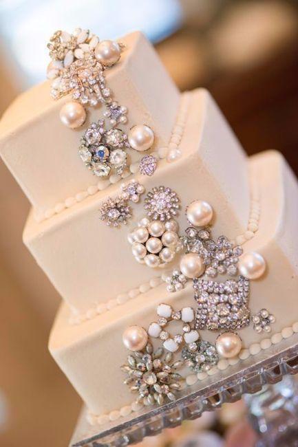 5. Torta de novios con joyas: ¿Sí o no?