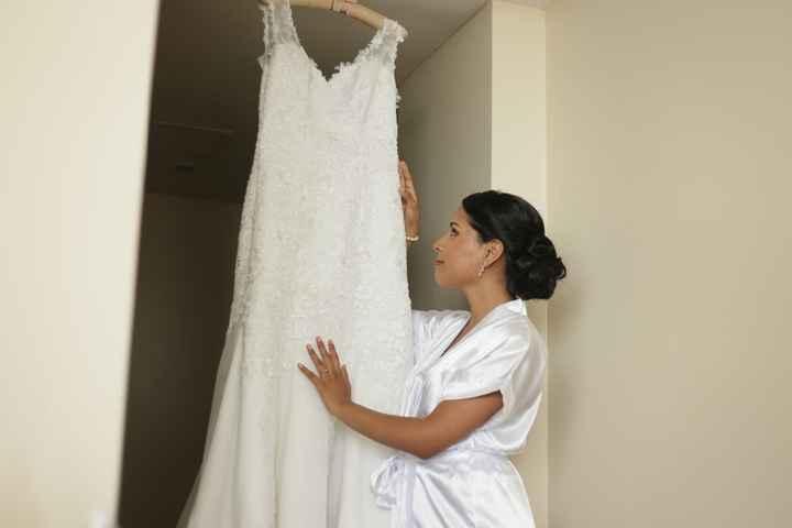 mirando el vestido