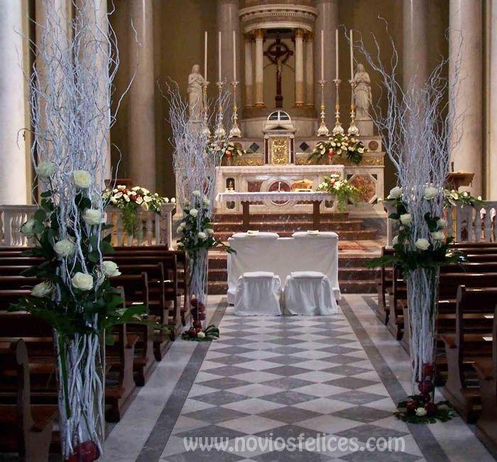 Decoraci n de la iglesia for Sillas para novios en la iglesia