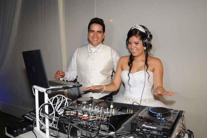 Novios- DJ