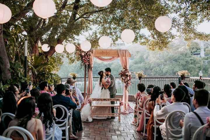 Tu pareja llega tarde a la ceremonia 😅 - 1