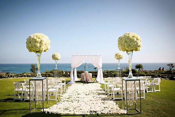 Altar de bodas en el campo o jard n for Bodas en el campo decoracion