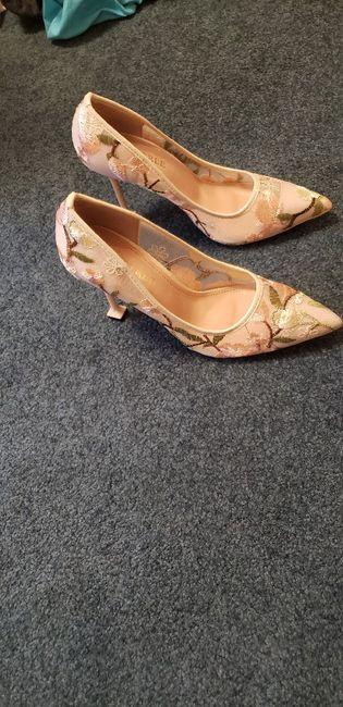Estos zapatos de novia ¿LIKE 👍 o LOVE 💗? 3