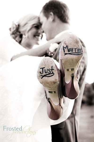 19. Mensaje especial en los zapatos de ella (Recién casados)
