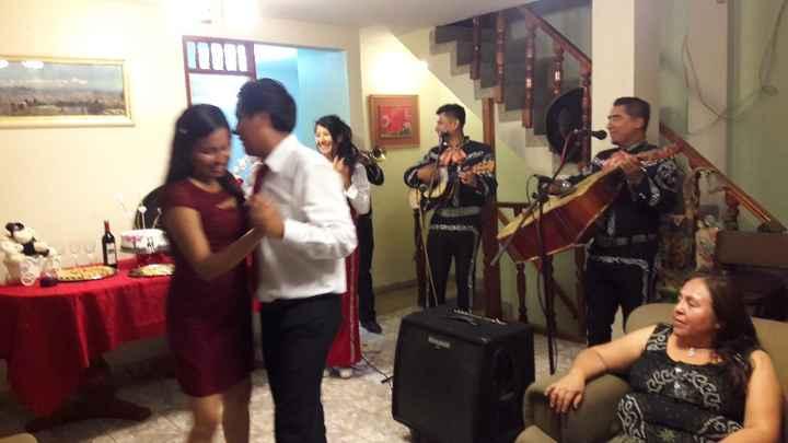 """Los Mariachis cantando.. """" Que bonito amor"""""""