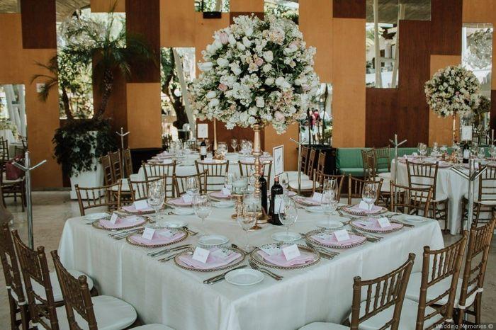 2 matrimonios, 2 centros de mesa. ¿Cuál prefieres? 2