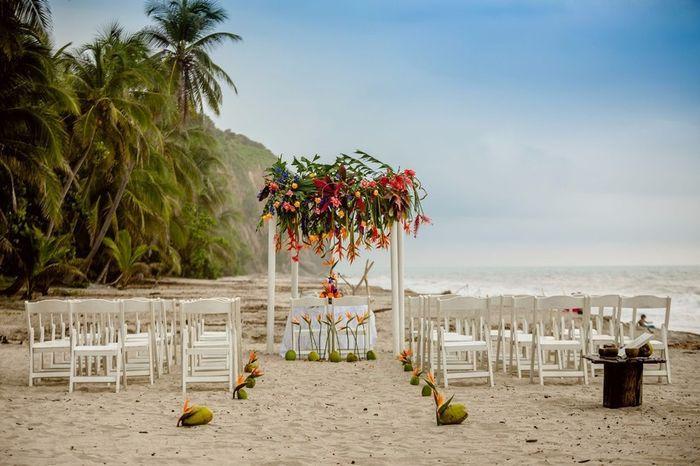 Especial bodas en la playa: Altares a orillas del mar 3