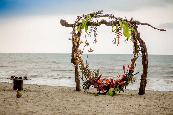 Especial bodas en la playa: Altares a orillas del mar 4