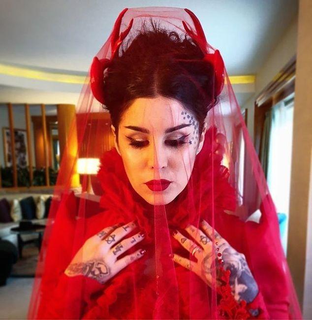 Novia gótica y de rojo-  ¡Aprende de esta tatuadora! 1