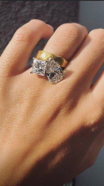 Emily Ratajkowski muestra su GRAN anillo. ¿Te gusta? 3