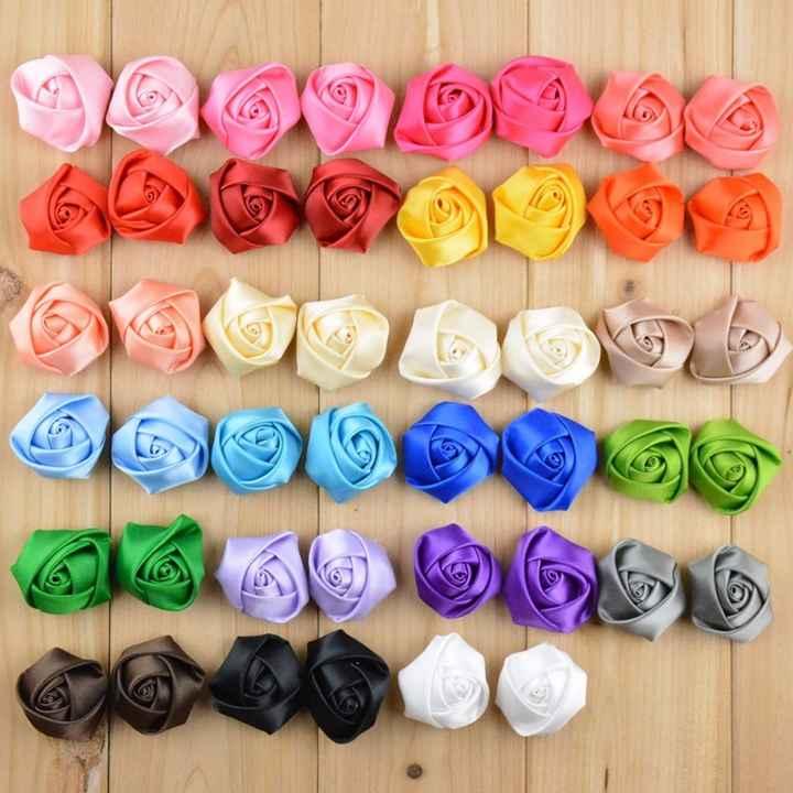Rosas pequeñas de tela