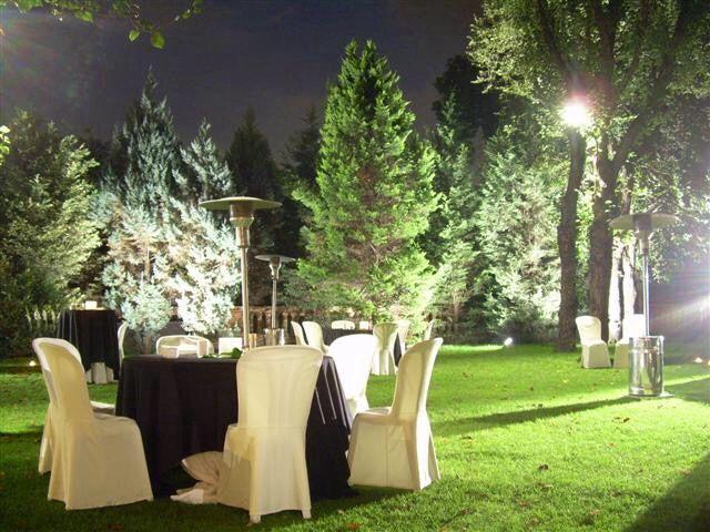Bodas de noche al aire libre for Decoracion jardin noche