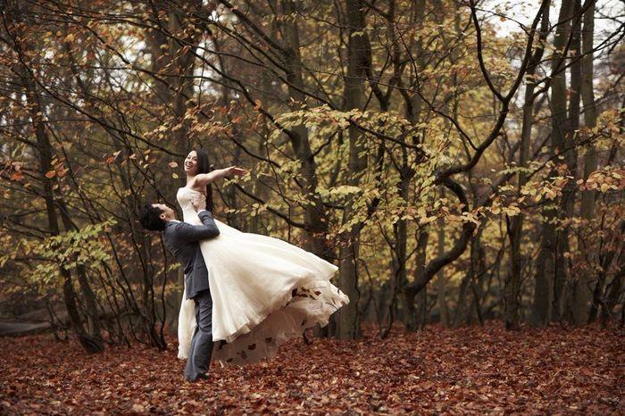 3.- El novio te carga y la novia con los brazos extendidos