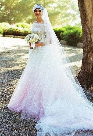 Anne Hathaway uso un Valentino