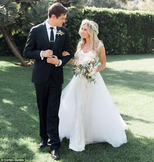 Ashley Tisdale con Monique Lhuillier
