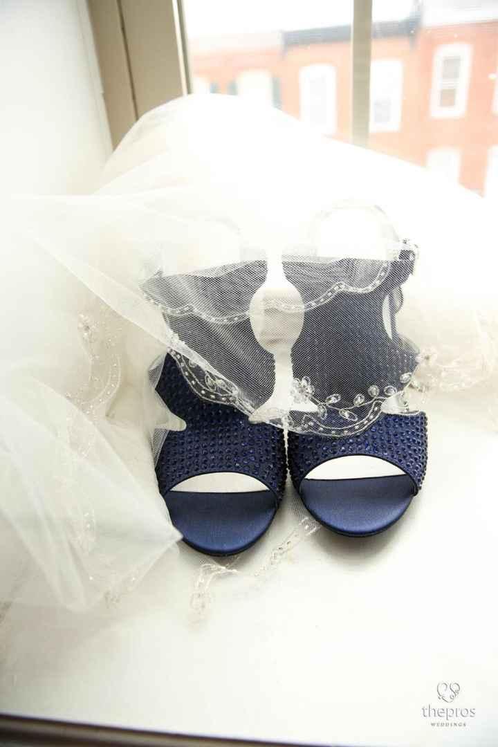 Zapatos blancos v/s de color - 1