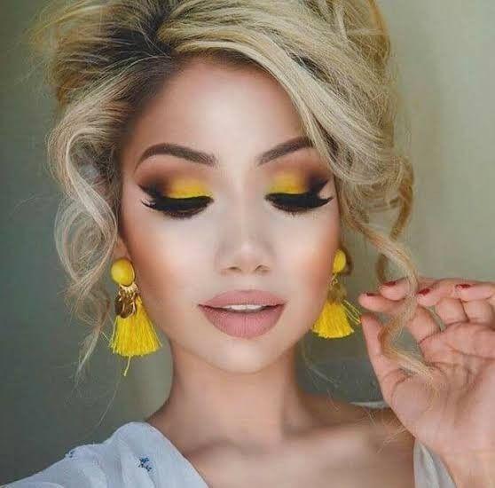 Maquillaje en Azul y amarillo 3