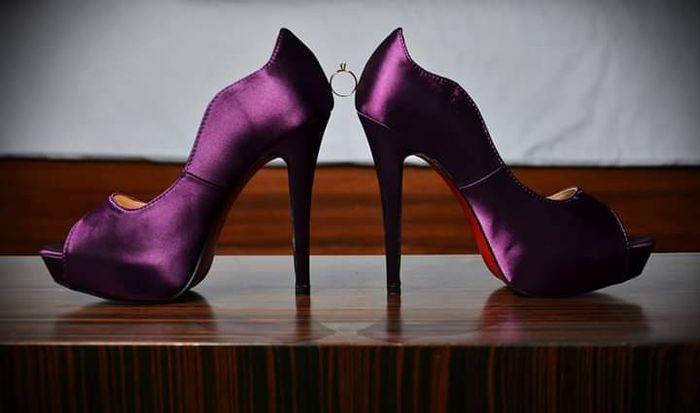 Escoger el color del zapato: blanco vs color - 3