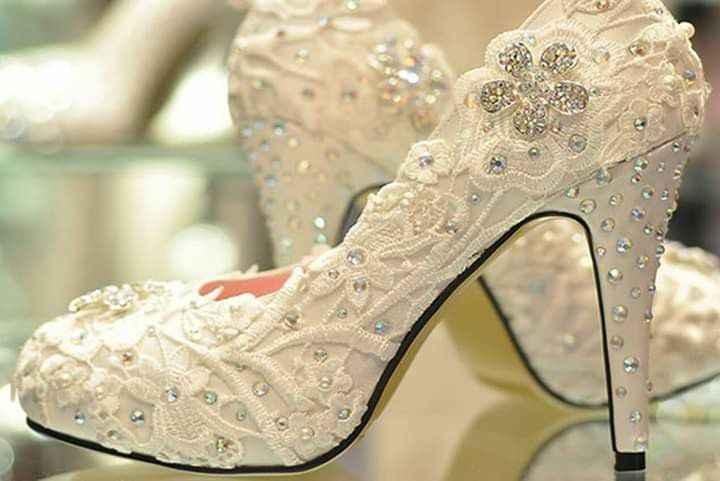 Escoger el color del zapato: blanco vs color - 1