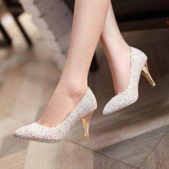 Escoger el color del zapato: blanco vs color - 4