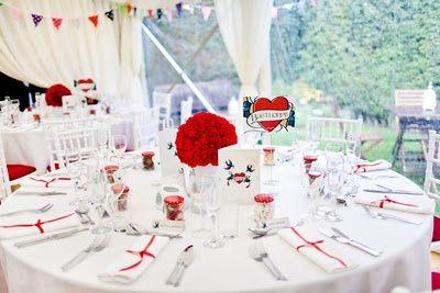 decoración mesa blanco y rojo