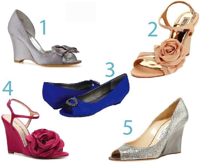 zapatos para novia en un jardín