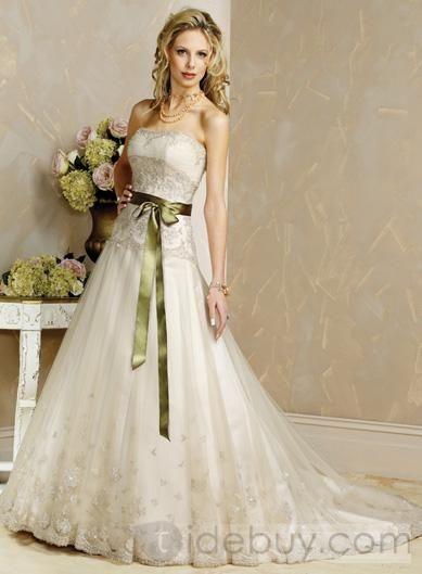 vestido de novia con detalles verde
