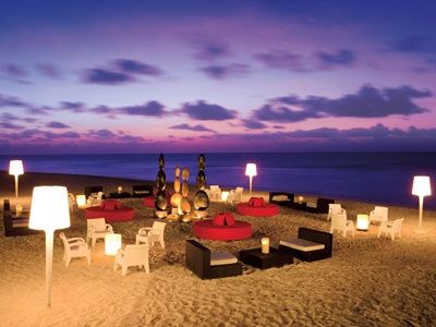 zona lounge para matrimonio en la playa