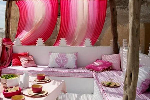 zona lounge para matrimonio con fucsia