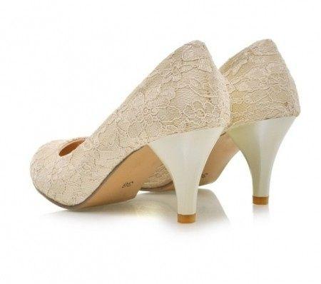 dfa52f8f25f Zapatos para novias con taco bajo. Elige el tuyo