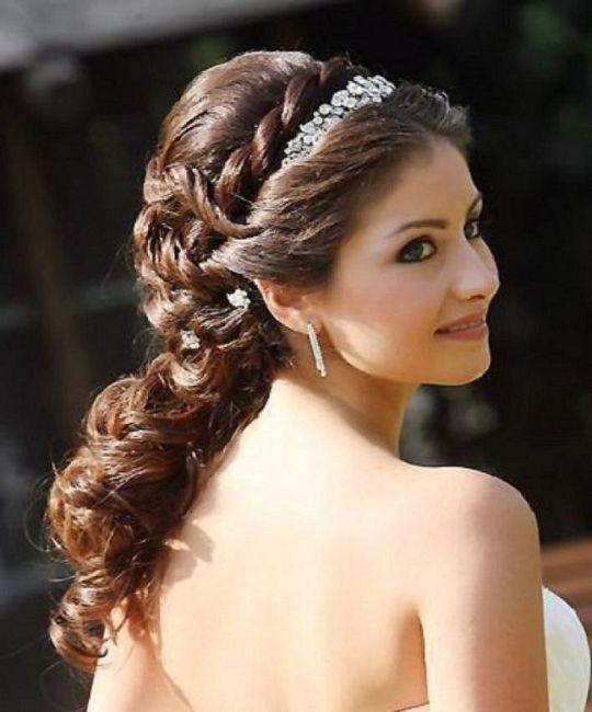 Peinados para novias con cabello rizado