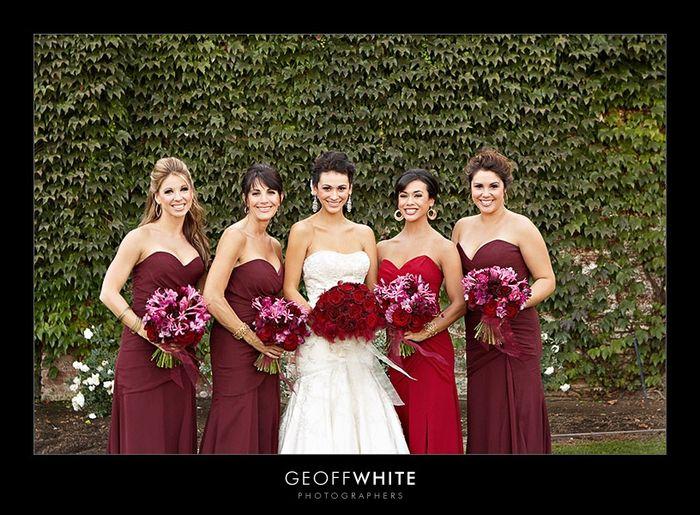 Damas De Honor En Color Vino Tinto Qué Vestido Prefieres