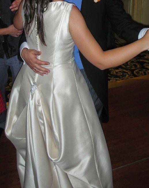 cómo sujetar la cola del vestido de novia