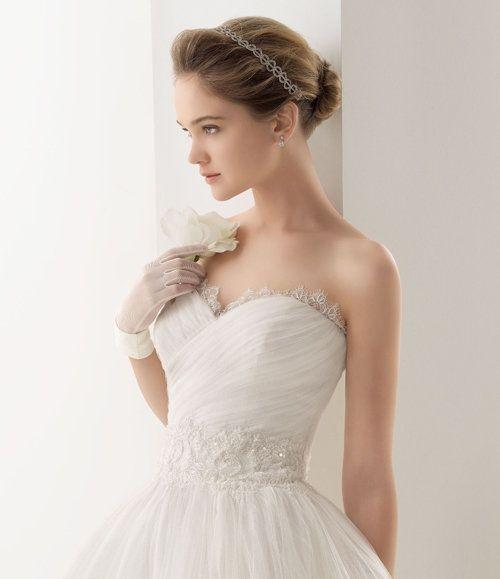 Peinados para boda con vestido escotado