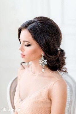 4. Peinado de novia para cabello oscuro