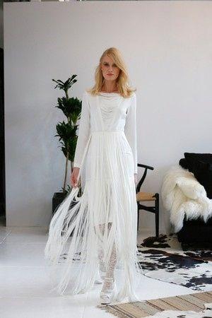 nuevas tendencias en vestidos de novia: flecos para tu vestido de novia